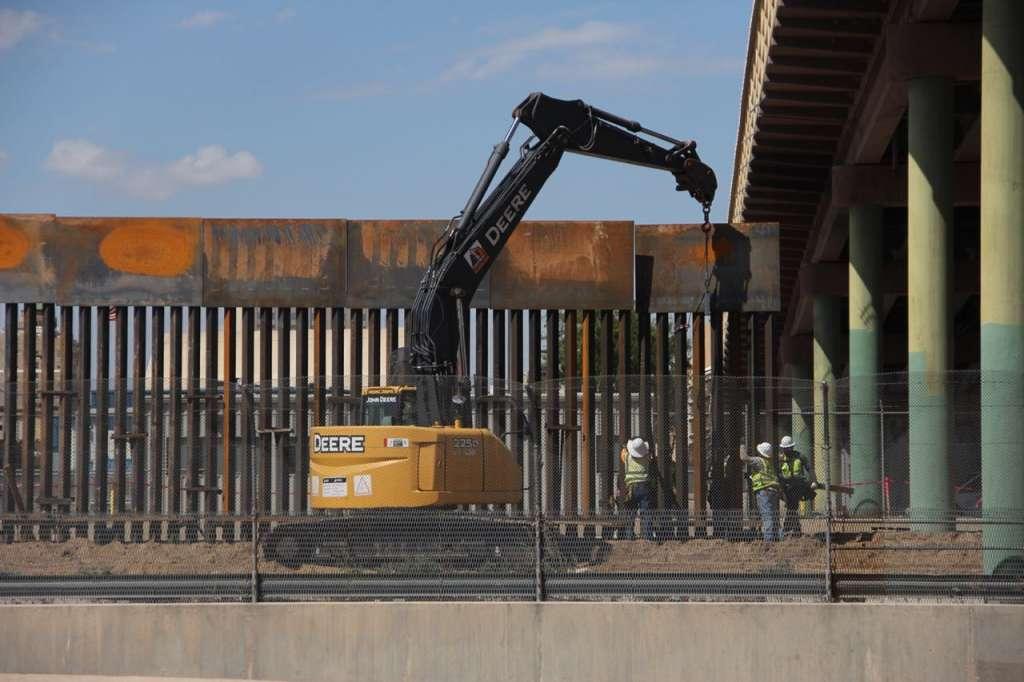 El sistema consistirá en un dique de hormigón armado y postes de acero de 5.5 metros de altura
