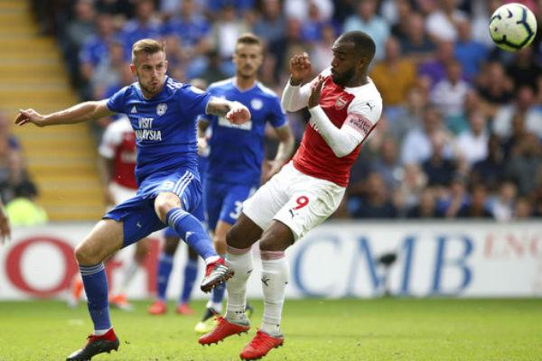 El Arsenal puso de su lado el encuentro al minuto de juego con el tanto del alemán Shkodran Mustafi, que culminó un pase del suizo Granit Xhaka. FOTO: EFE