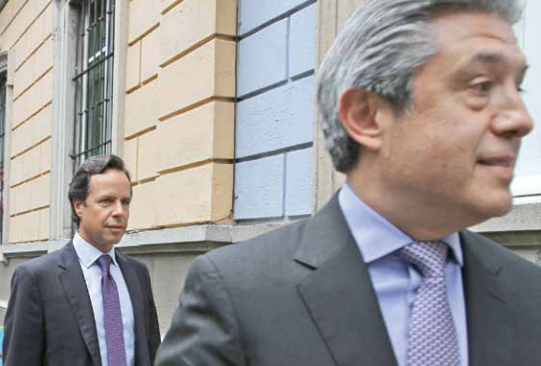 Guillermo Babatz (izq.), ex jefe de la CNBV, e Ignacio Deschamps, directivo de Scotiabank. FOTO: NOTIMEX