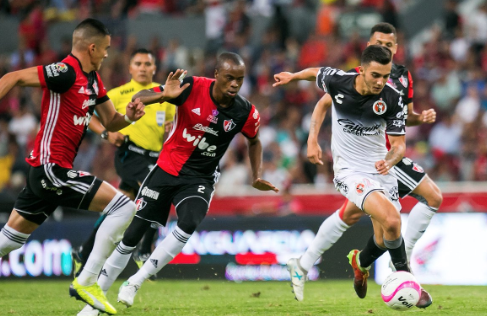 Luis Fuentes le da el triunfo a Xolos de Tijuana ante el Atlas en el Estadio Jalisco. Foto: @Xolos