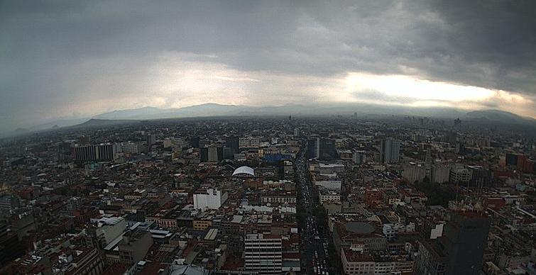 Alerta amarilla por lluvia en seis delegaciones de la CDMX. Torre Latinoamericana 16:55 pm. Foto: Webcamsdemexico.com