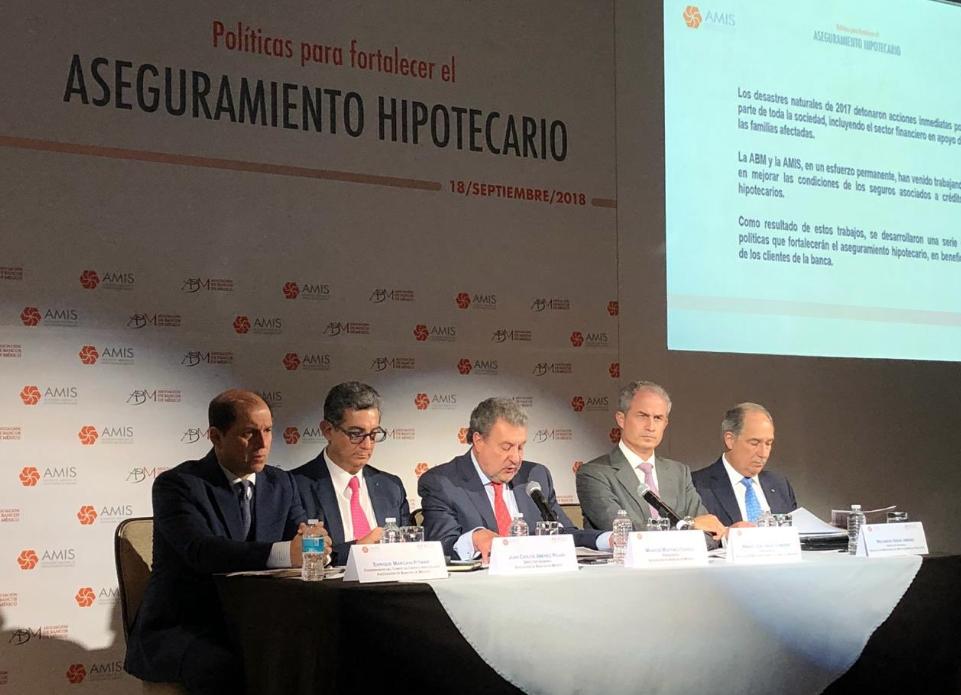 Banqueros piden realismo a AMLO. Foto: @AsocBancosMx
