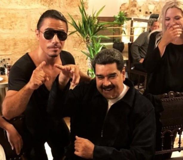 Maduro fumó un habano y recibió una camiseta del chef turco. FOTO: ESPECIAL