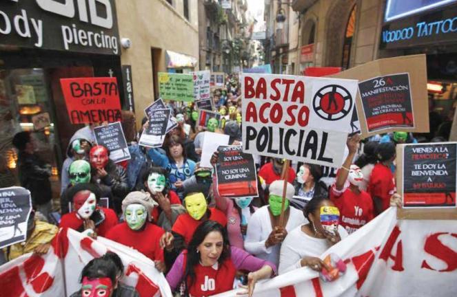 Cientos tomaron las calles de Barcelona para reclamar los derechos de las personas que ejercen la prostitución. FOTO: REUTERS