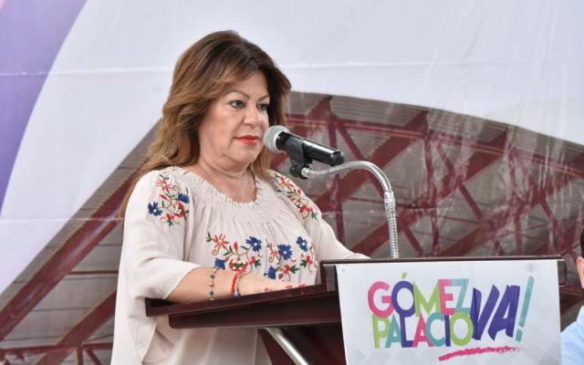 Así regañó la alcaldesa de Gómez Palacio a los ciudadanos por tirar 200 toneladas de basura en las alcantarillas. Foto: @LetyHerreraAle