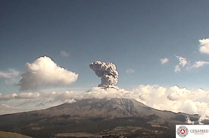 Popocatépetl registra exhalaciones de más de 2 kilómetros de altura. Foto: @LUISFELIPE_P