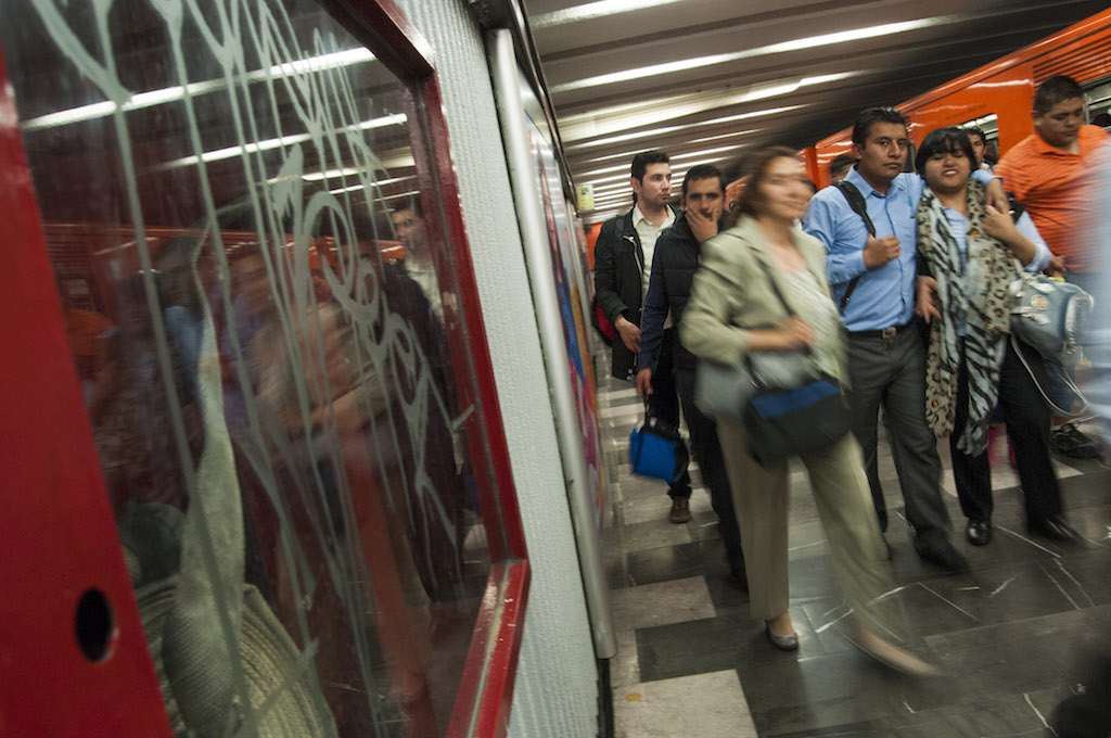 Falla en tren ocasiona  retrasos en Línea 3 del Metro.  Archivo FOTO: DIEGO SIMÓN SÁNCHEZ /CUARTOSCURO.COM