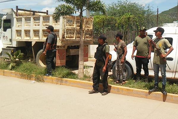 Autodefensas llegaron a Tlapa para buscar al alcalde. FOTO: ESPECIAL
