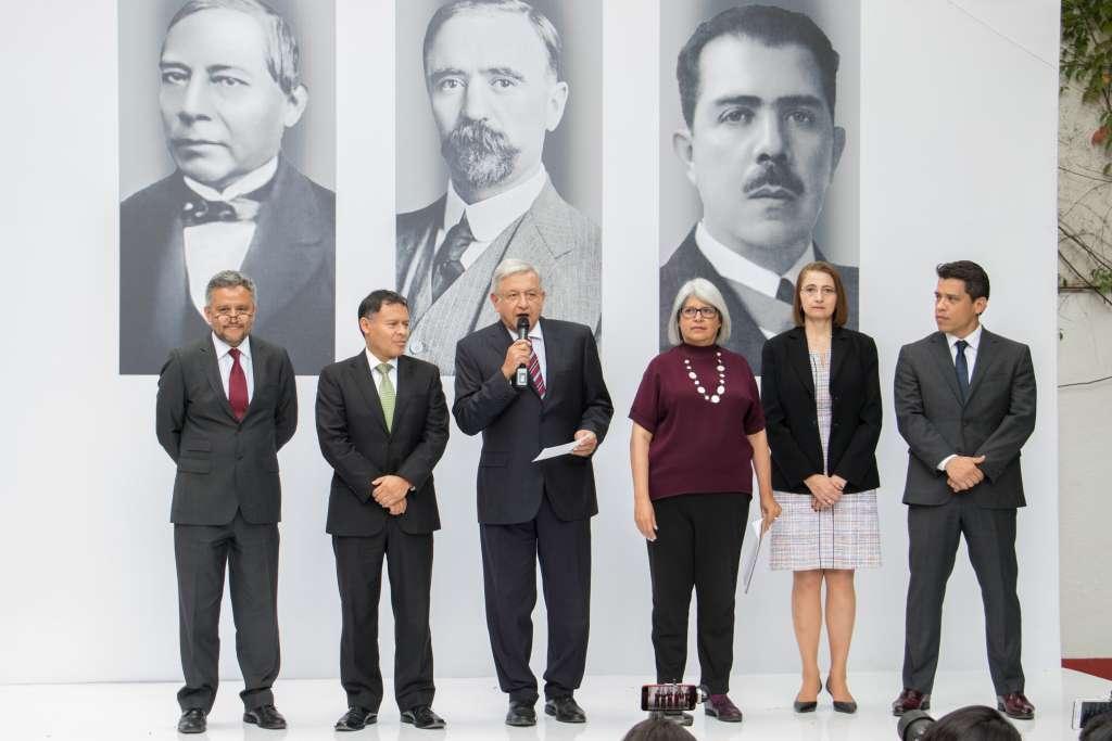 López Obrador hizo hincapié en los tres programas prioritarios que emprenderá la SE. FOTO: ARCHIVO/ CUARTOSCURO