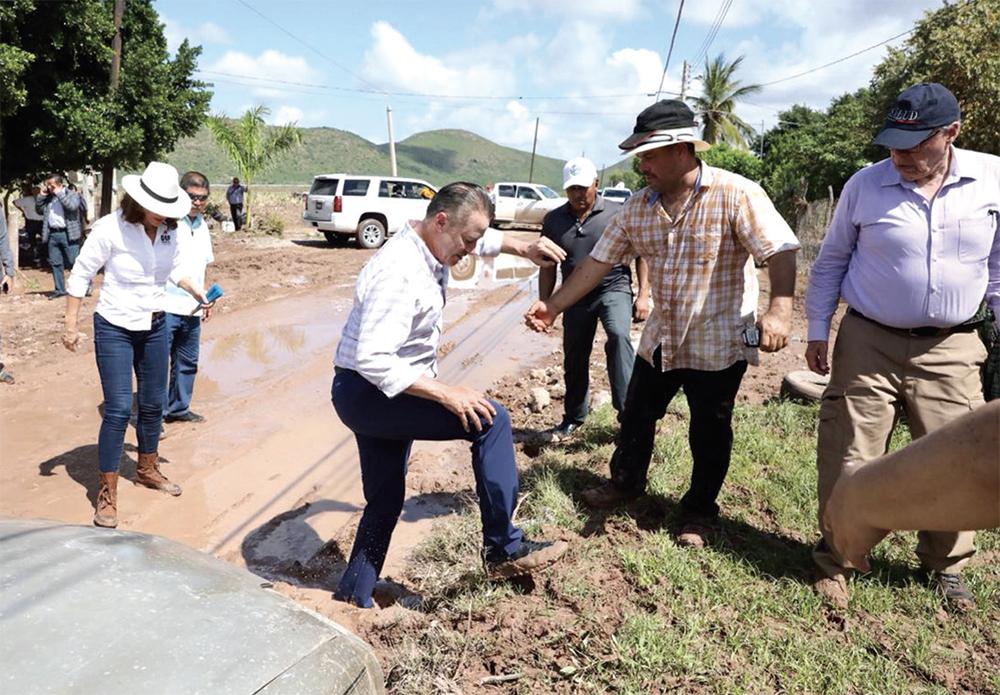 RUTA. El gobernador Quirino Ordaz señaló que deberán resolver temas de salud y reconstrucción de casas. Foto: Especial