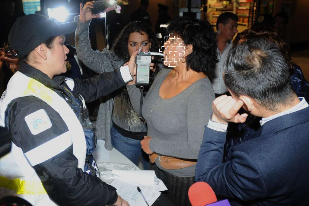 Los conductores que hayan resultado con altos niveles de alcohol en su sangre, se les pedirá que contacten a un familiar. FOTO:ARCHIVO/ CUARTOSCURO