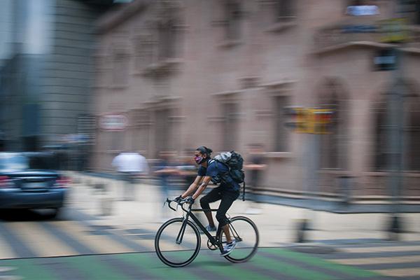 Sólo bicicletas y peatones tendrán acceso a calles del Centro Histórico. FOTO: CUARTOSCURO