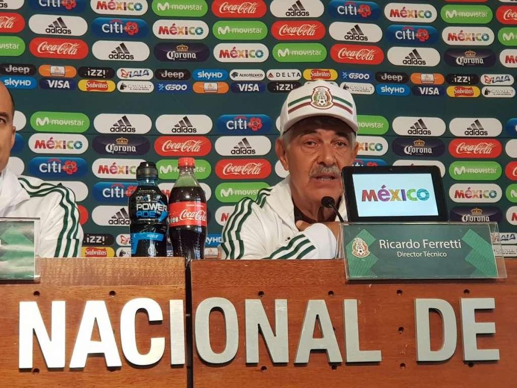 Al Tuca le restan tres años de contrato con el club regio