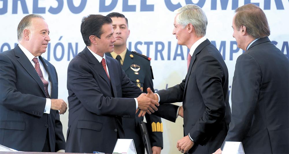EN CASA. El presidente Peña Nieto y el gobernador mexiquense Alfredo del Mazo, ayer en Toluca. Foto: Especial
