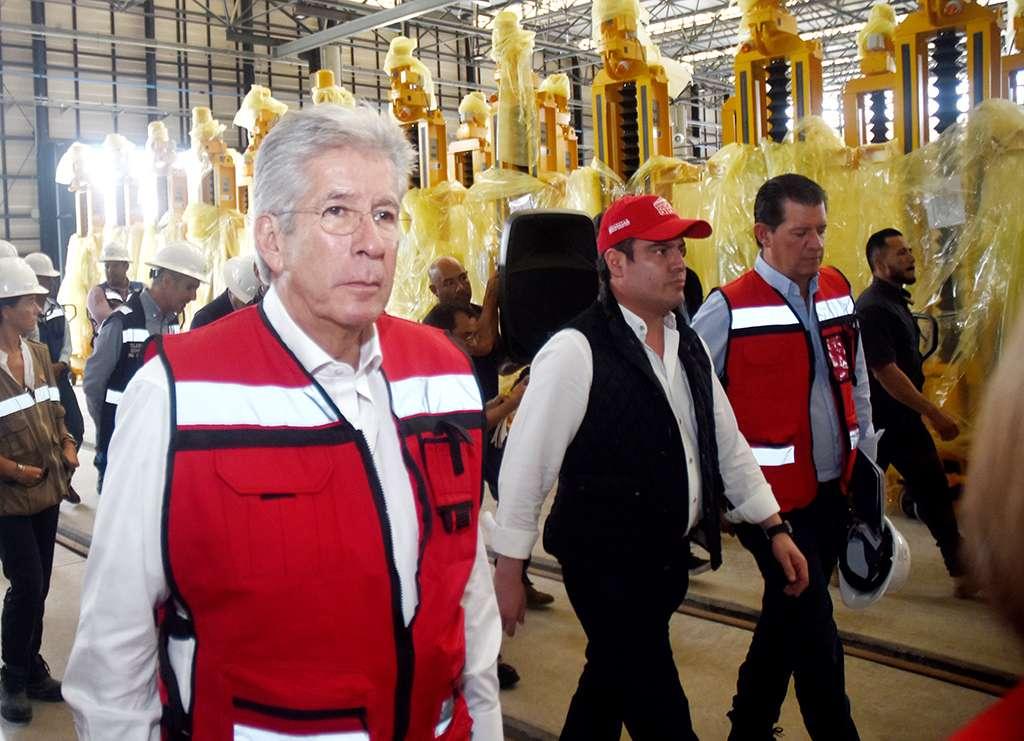 El funcionario federal reiteró que la Línea 3 del Tren Ligero que cuenta con una inversión de 25 mil millones de pesos, es un proyecto complejo que se entregará en tiempo