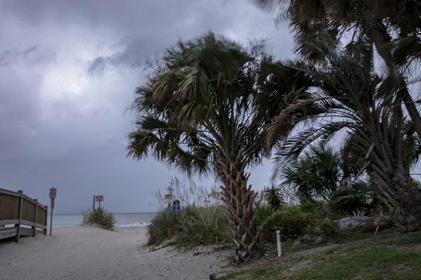 Florence tocó tierra este viernes como huracán categoría 1. FOTO: AFP