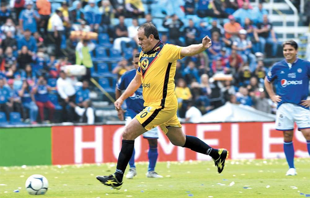 GENIO. Cuauhtémoc Blanco marcó de penalti el primer gol del partido. Foto: BERNARDO CORONEL