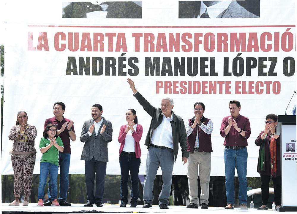 GIRA. Ayer inició la despedida de López Obrador en la CDMX. Lo acompañaron Claudia Sheinbaum y Martí Batres. Foto: LESLIE PÉREZ