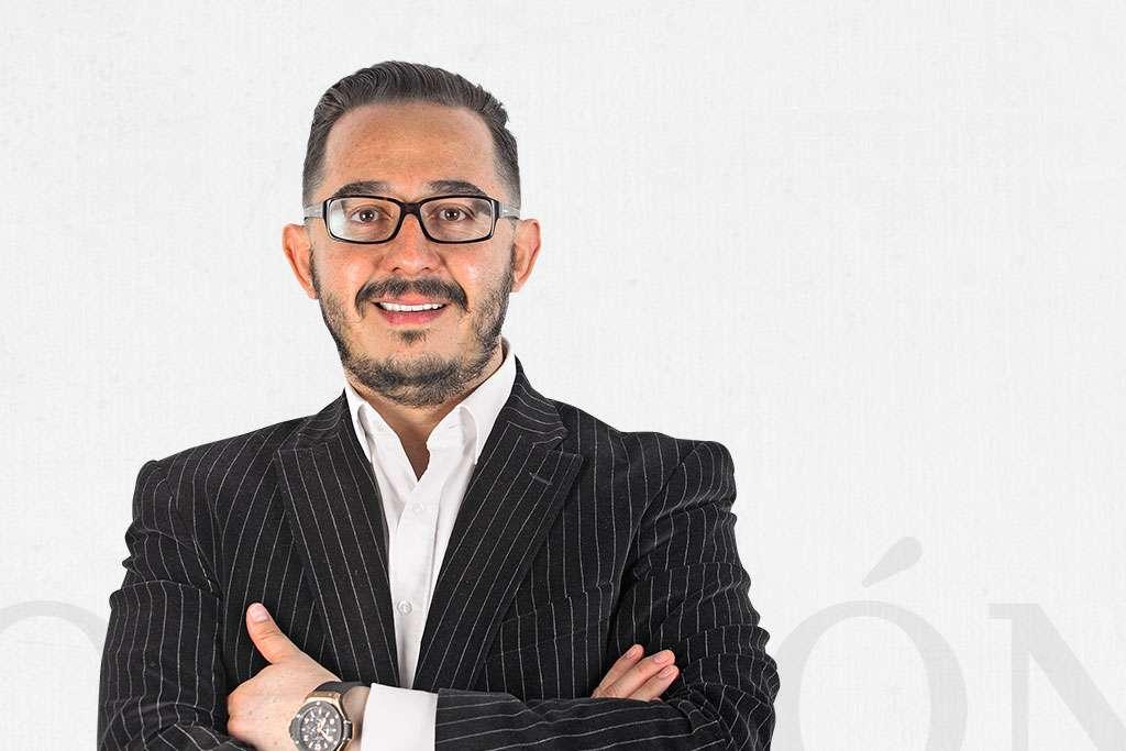 Hugo Corzo / Cruz y grama / Heraldo de México