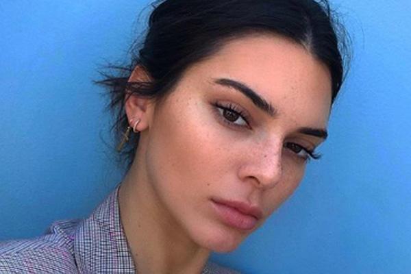 La modelo lució muy guapa con el sombrero charo. FOTO: INSTAGRAM