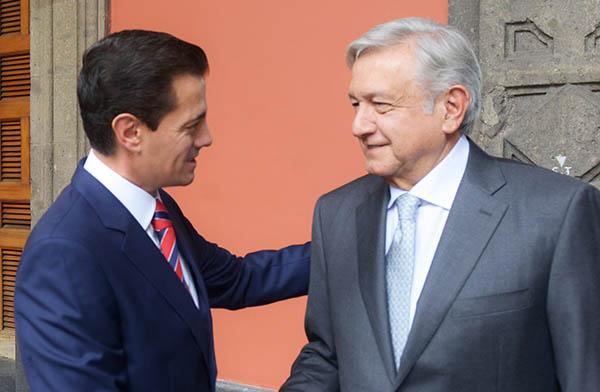 Andrés Manuel López Obrador, presidente electo, y Enrique Peña Nieto, presidente constitucional, se reunieron en Palacio Nacional.  FOTO: CUARTOSCURO