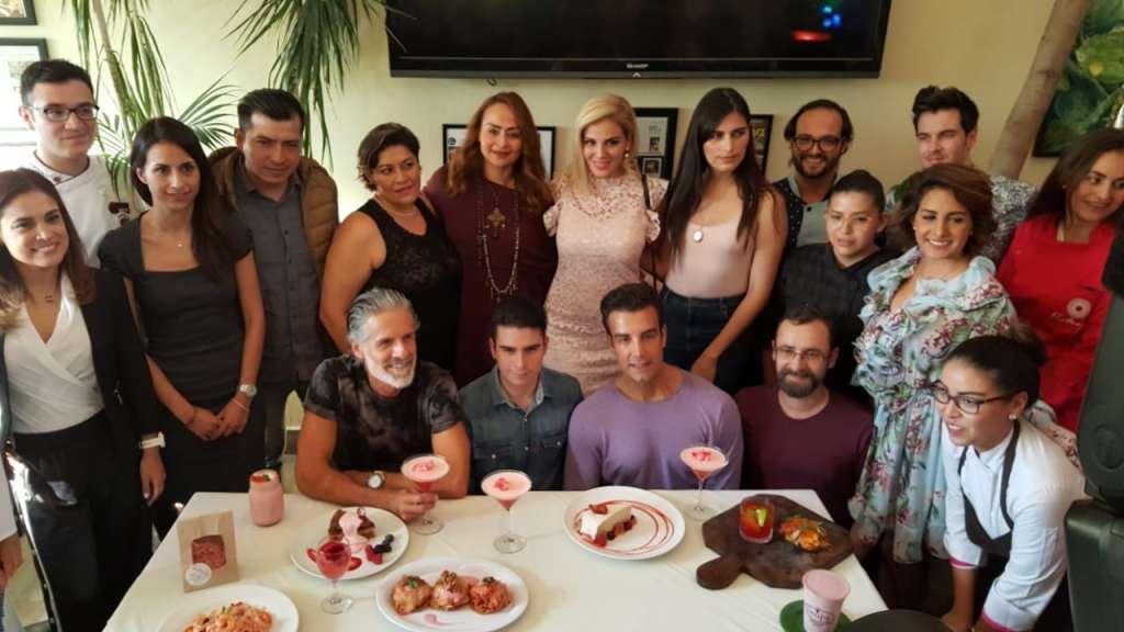 En esta ocasión se lograron sumar 12 restaurantes para apoyar a las mexicanas que padecen cáncer de mama. Foto: Cortesía