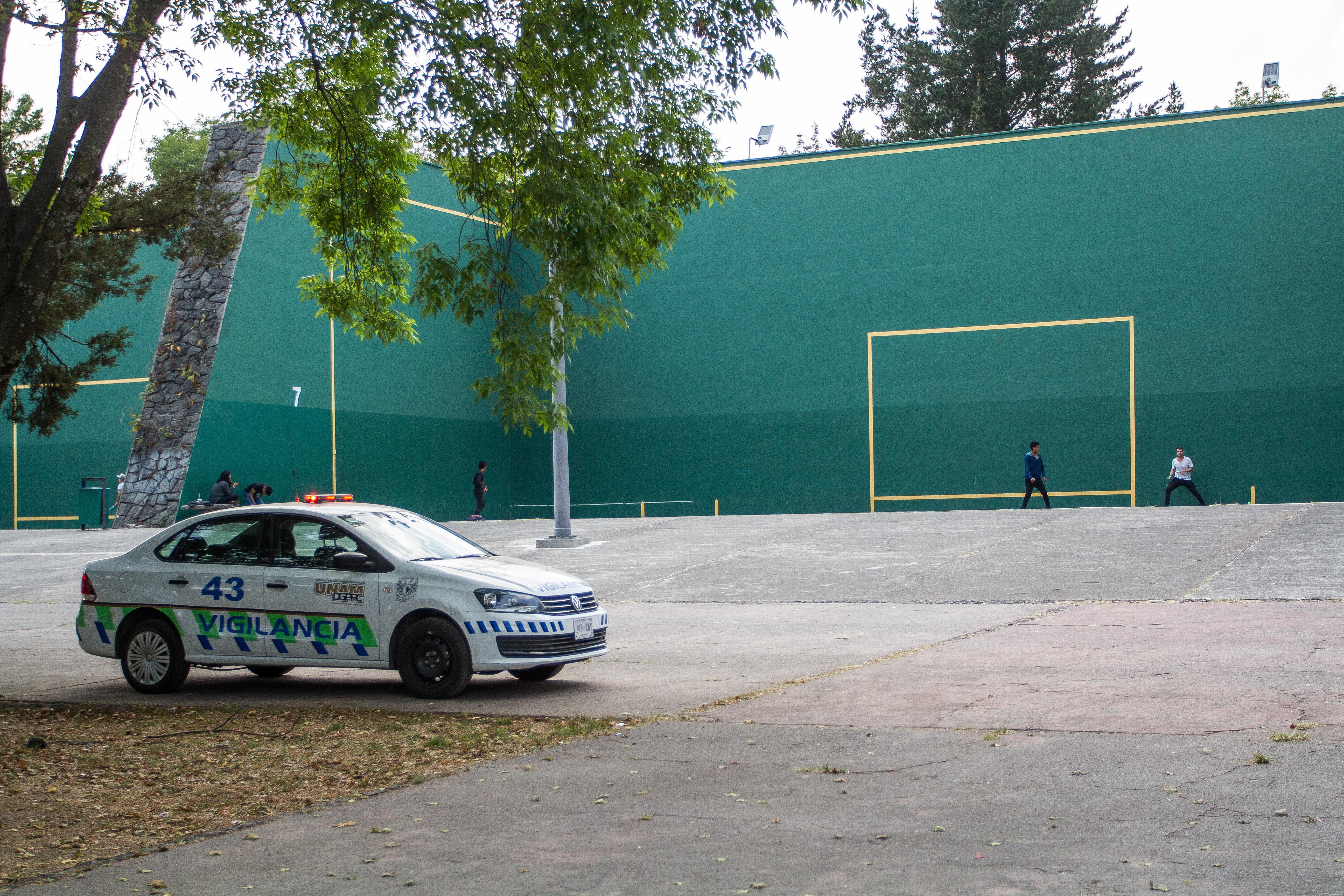 Unidades de vigilancia UNAM continúan con sus recorridos por el campus de Ciudad Universitaria, en especial en la zona del Frontón, en donde la semana pasada asesinaron a dos personas, por supuestos vínculos con el narcotráfico