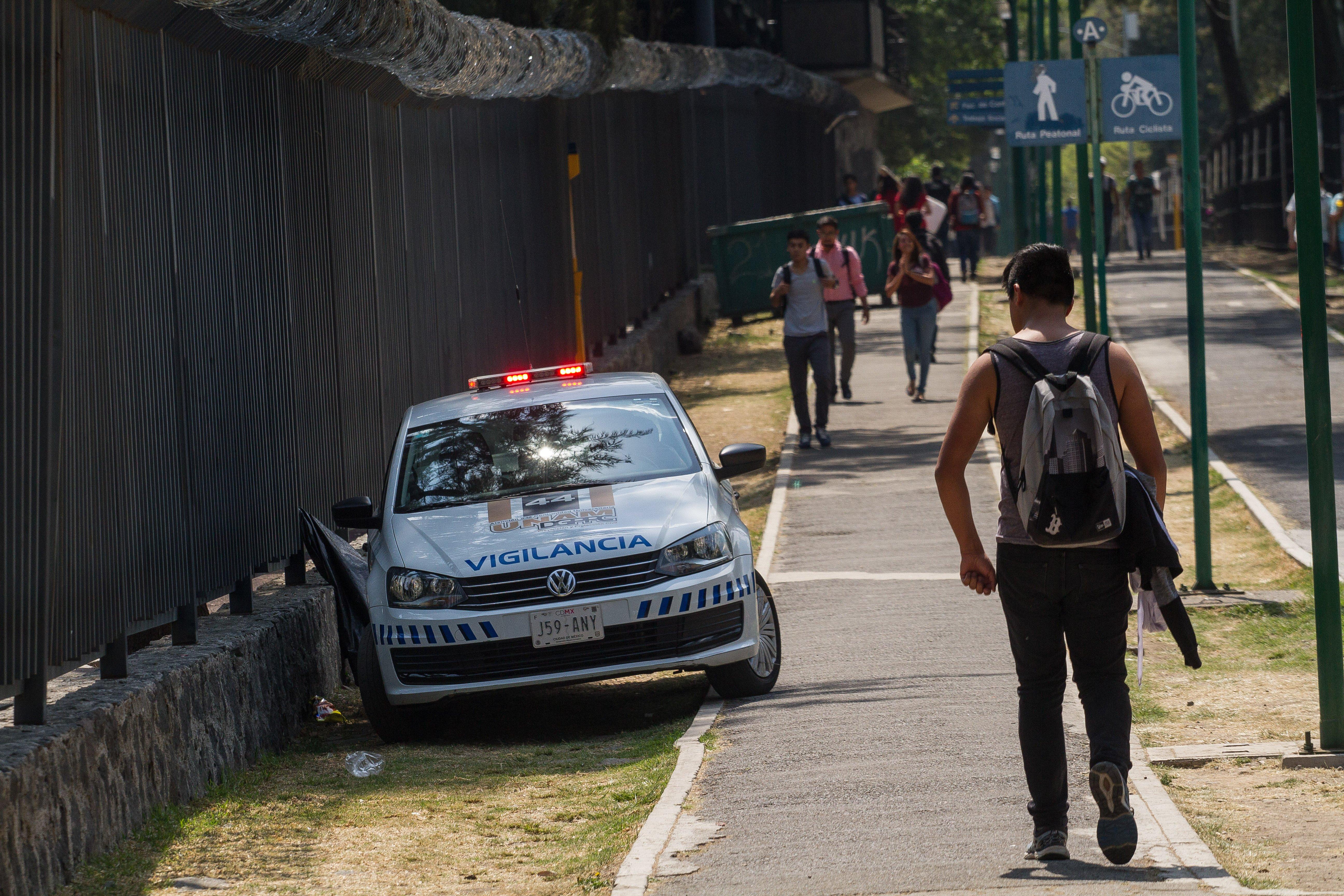 Unidad e de vigilancia UNAM continúan con sus recorridos por el campus de Ciudad Universitaria, en especial en la zona del Frontón, en donde la semana pasada asesinaron a dos personas, por supuestos vínculos con el narcotráfico