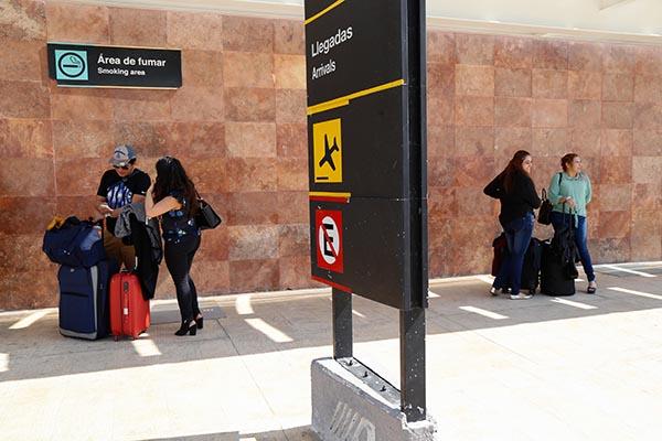 Esta medida se aplica de manera coordinada entre las autoridades civiles-militares, aerolíneas y la propia terminal aérea capitalina. FOTO: CUARTOSCURO