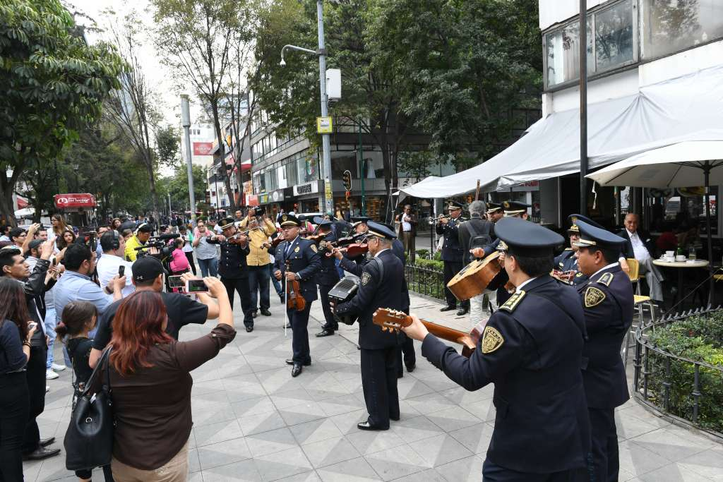 MÚSICA. Mariachis de la Secretaría de Seguridad Pública interpretaron cuatro canciones. Foto:  BERNARDO CORONEL
