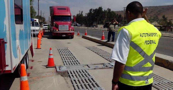 Los empresarios del transporte plantean una zona de transferencia en la frontera limitada en ambos países. FOTO: Especial