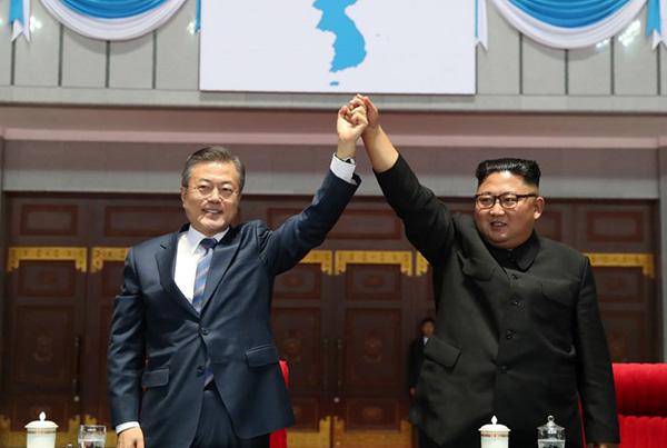 La decisión del Norte de participar en los Juegos de invierno organizados en febrero en Pyeongchang, en Corea del Sur, fue un remarcable cambio de rumbo en la península dividida. FOTO: AFP