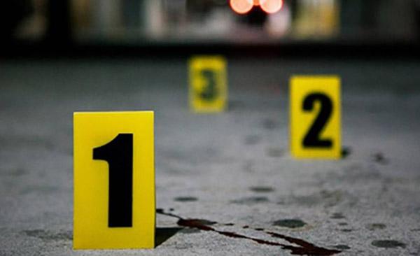 Sobre el parabrisas delantero se encontró la cartulina color naranja, con un mensaje dirigido a un grupo criminal de Villagrán.