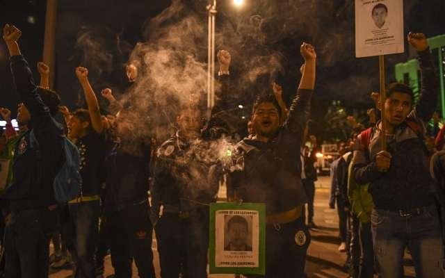 El contingente provocó caos vial a la altura de Paseo de la Reforma y Bucareli. FOTOS: LESLIE PÉREZ