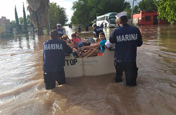 Personal de la Secretaria de Marina Armada de Mexico, auxiliaron a decenas de personas a salvaguardar su integridad física. FOTO: CUARTOSCURO
