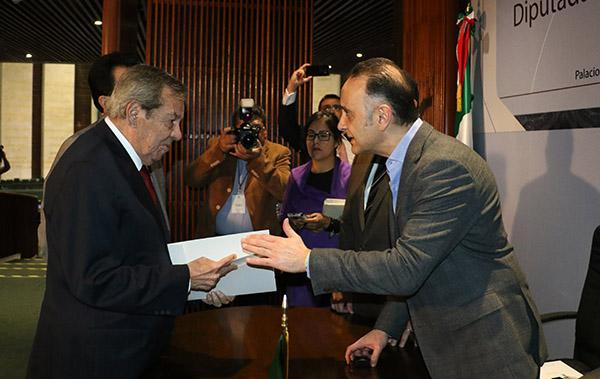 Mauricio Farah  con Porfirio Muñoz Ledo. FOTO: CUARTOSCURO