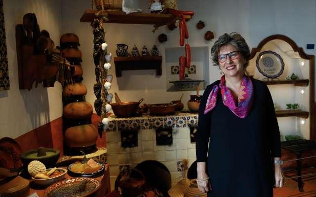 EL INICIO. Cuando Azucena llegó, hace 18 años, recibió una biblioteca con sólo mil ejemplares. Foto: NAYELI CRUZ
