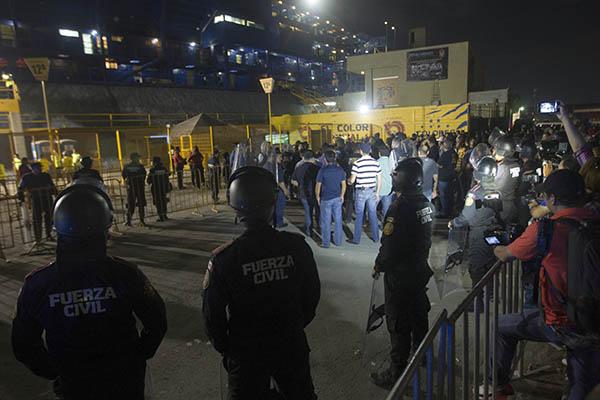 La Fiscalía del estado informó que ya tenía identificada a las personas que participaron en la pelea campal protagonizada por aficionados de Rayados y Tigres. FOTO: CUARTOSCURO