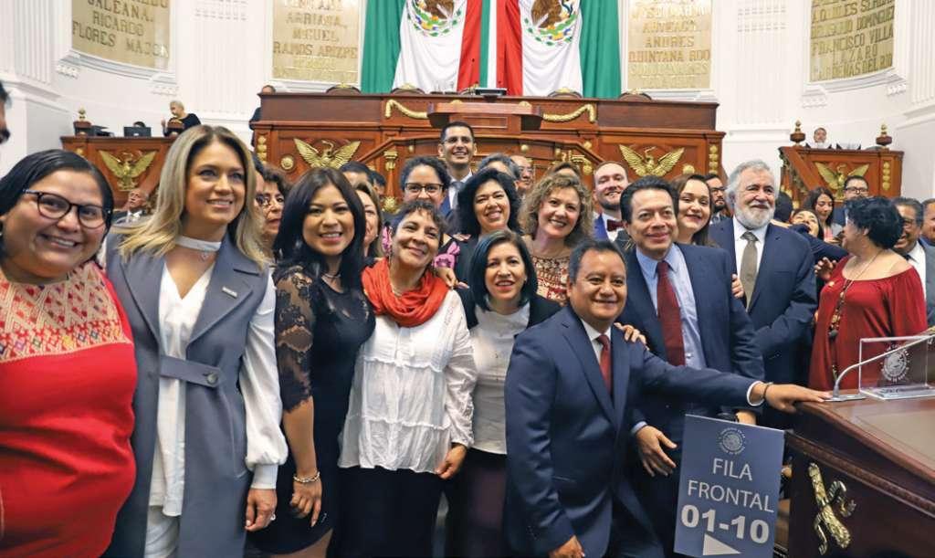 Morena pretende repartir con criterio de género las 22 comisiones que presidirá.