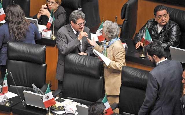 Por el senador Ricardo Monreal quedó inscrita la iniciativa en el Senado de la República. FOTO: PABLO SALAZAR