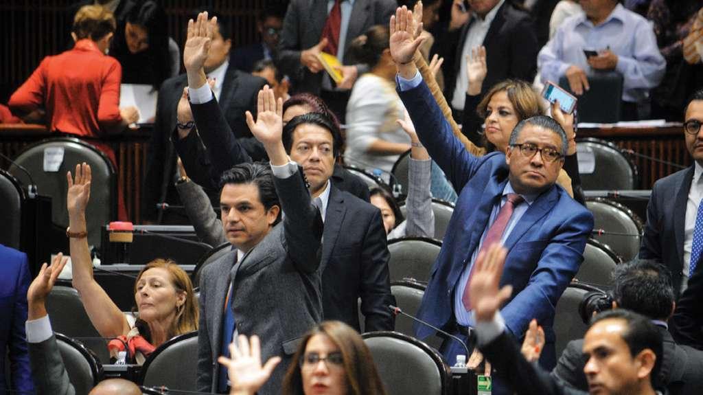 Diputados, sesionaron ayer en San Lázaro