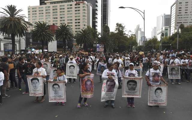 En estos momentos se desarrolla la marcha a 4 años de la desaparición de los normalista de Ayotzinapa. Foto: Pablo Salazar