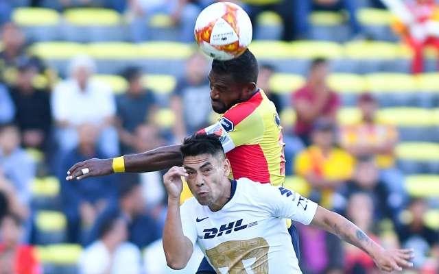 SUPERADO. Felipe Mora no pudo pesar en el ataque de los felinos. Foto: Mexsport