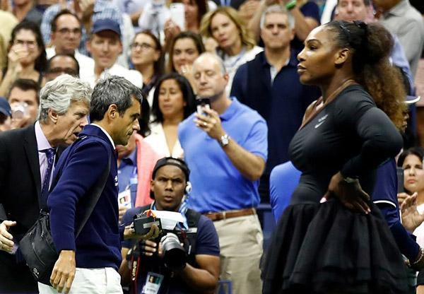 La norteamericana recibió una primera advertencia por recibir órdenes de su entrenador. FOTO: AFP
