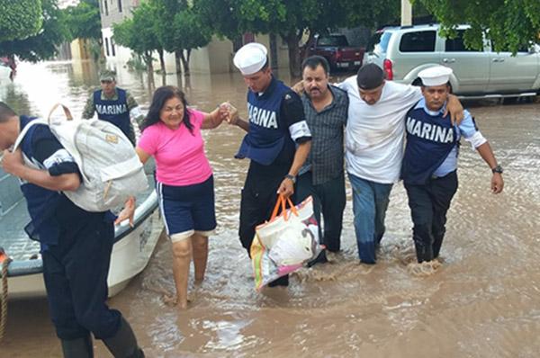 Personal de la Secretaría de Marina Armada de Mexico auxiliaron a decenas de personas a salvaguardar su integridad física. FOTO: CUARTOSCURO