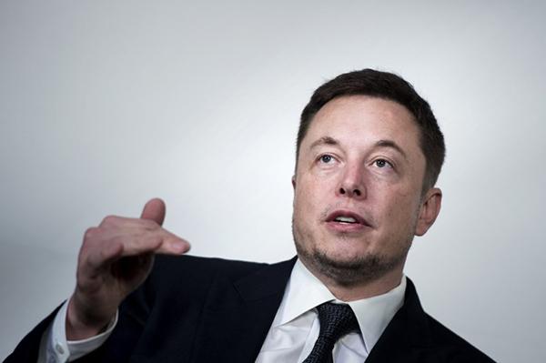 Musk alegaba que el plan de retirar del mercado de valores a Tesla existía, pero que fue él quien lo descartó. FOTO: AFP