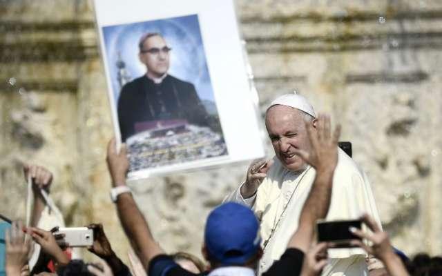 Papa santifica a  Óscar Romero y a Pablo V. Foto:  Filippo MONTEFORTE / AFP.
