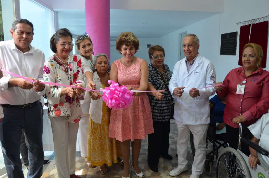 Mercedes Calvo de Astudillo, inauguró la ampliación de la sala de espera del Centro Estatal de Oftalmología (CEO) de Acapulco. Foto: Especial