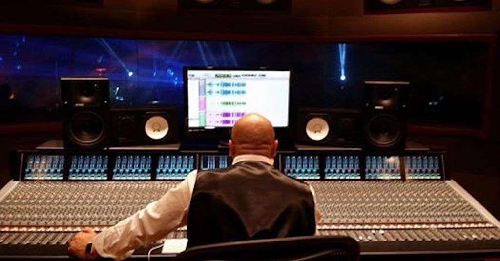 Chuy Núñez, productor regiomontano en su estudio. Foto: @CHUYNUNEZ.OFICIAL