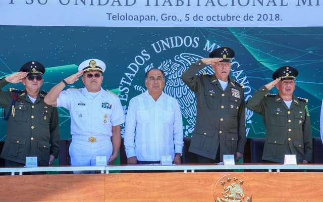 El secretario de la Defensa Nacional, Salvador Cienfuegos, y el gobernador del estado, Héctor Astudillo Flores, dieron la bienvenida a los elementos del Ejército Mexicano. FOTO: CARLOS NAVARRETE